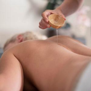 photo de massage aux huiles essentielles au salon Douce Heure des Mains à Nantes