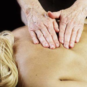 photo de massage du dos au salon Douce Heure des Mains à Nantes
