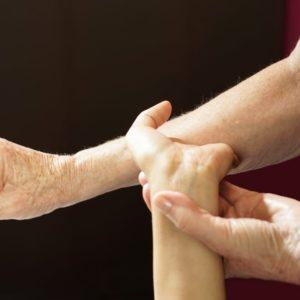 photo de massage de relaxinesie ou Relax'Stretch au salon Douce Heure des Mains à Nantes