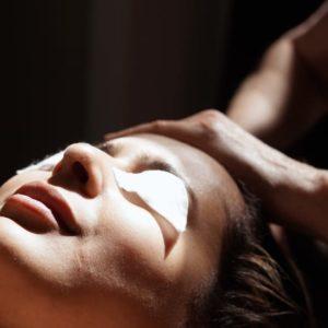 photo de massage du visage au salon Douce Heure des Mains à Nantes